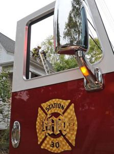 635487941834445919-Fire-on-Oak-Street-6